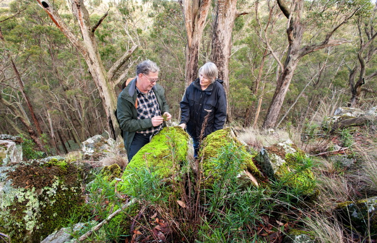 Presidents of Malmsbury District and Trentham District Landcare Groups John Walters and Patricia Scheltus meet to discuss working together on the Coiban Connections Project ©Scheltema