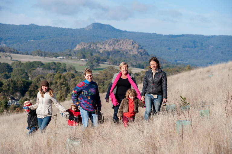 Environment Minister Lisa Neville with members of Upper Campaspe Landcare Network at a Newham Landcare project©Scheltema
