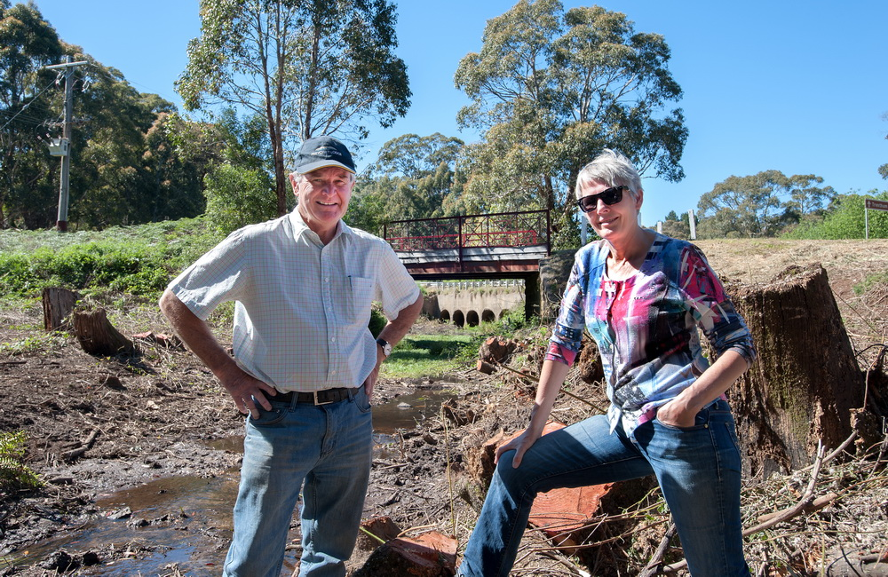 Michael Keaney and President of Trentham Landcare Patricia Scheltus at ENders Bridge where willow removal has begun.©Scheltema
